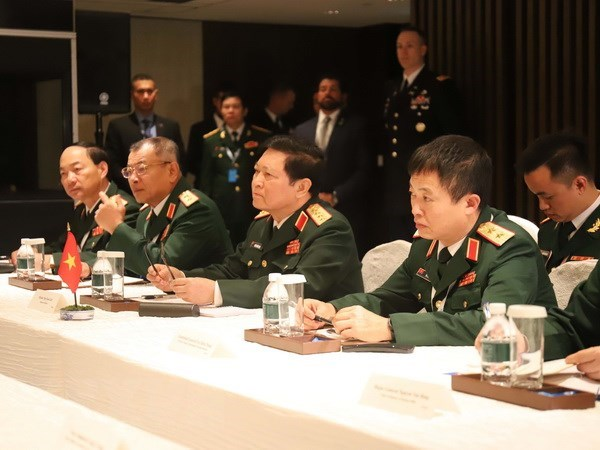 Minister Lich meets Australian, French, Japanese defence chiefs hinh anh 1
