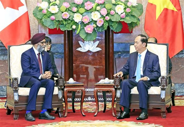 Vietnam provides all means for defence ties with Canada hinh anh 1