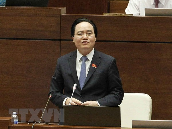 Cabinet members field questions on education, training hinh anh 1