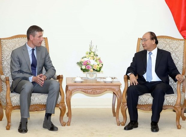 PM hails UK Ambassador's contributions to growth of bilateral ties hinh anh 1