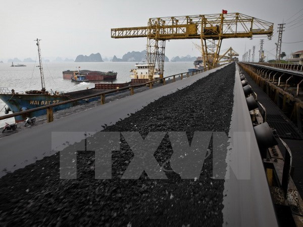 Vinacomin records high coal output, sales hinh anh 1