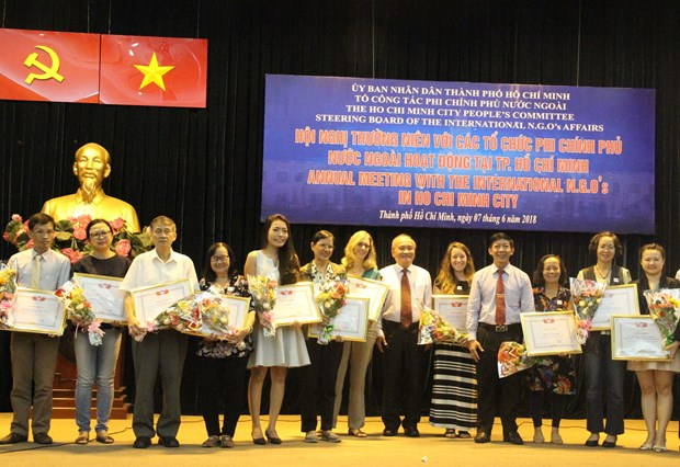 Meeting held to facilitate foreign NGOs' operations in HCM City hinh anh 1