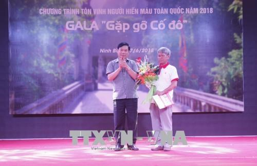Ceremony honouring outstanding blood donors held in Ninh Binh hinh anh 1