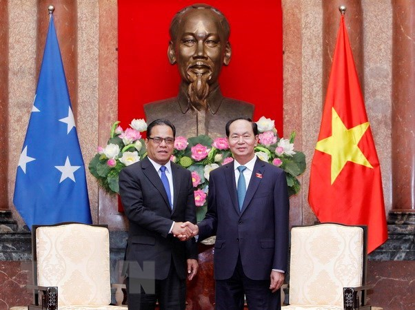 President offers to share rice growing experience with Micronesia hinh anh 1