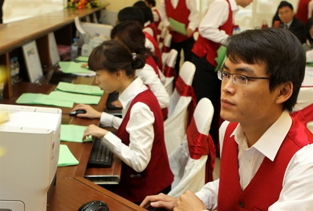 VN-Index maintains uptrend on week's last trading day hinh anh 1