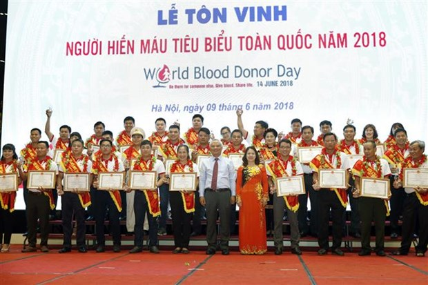 100 outstanding blood donors honoured hinh anh 1