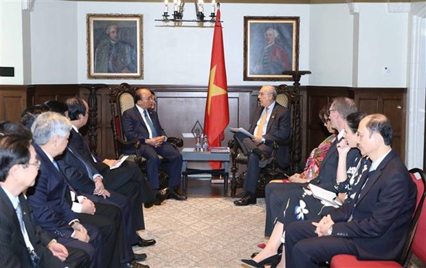 PM has working lunch with Canadian former PM, Governor General hinh anh 1