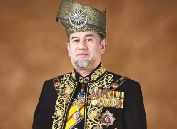 Malaysian King takes pay cut to help slash country's debts hinh anh 1