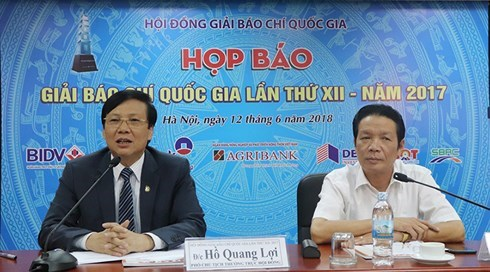 More than 100 works win 12th National Press Awards hinh anh 1