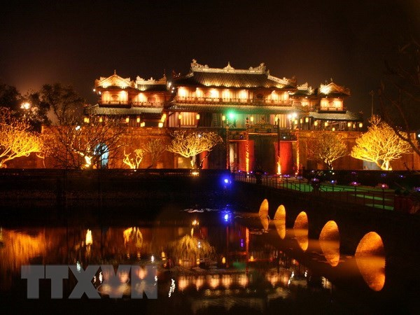 Hue city lights up public places to attract more tourists hinh anh 1