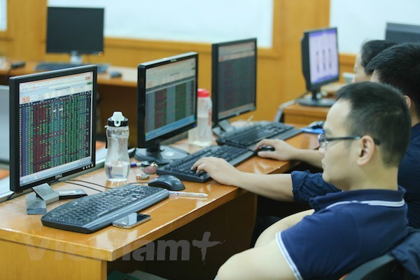 VN-Index struggles to regain lost ground hinh anh 1
