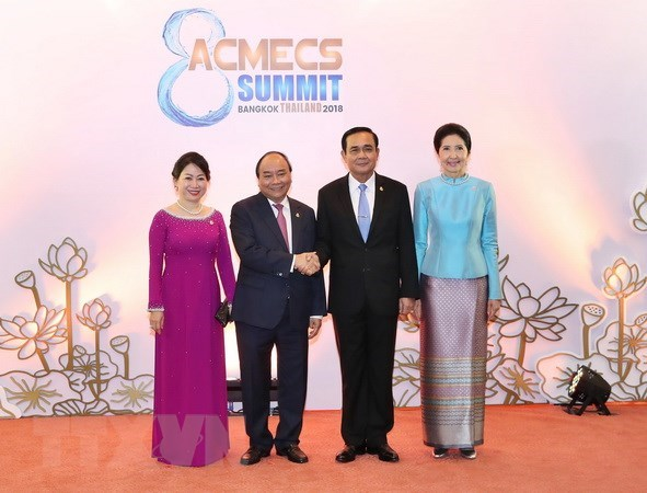 Vietnamese PM meets Thai counterpart on sidelines of ACMECS 8 hinh anh 1