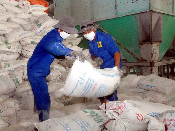 Fertiliser stocks shoot up due to VAT change hinh anh 1