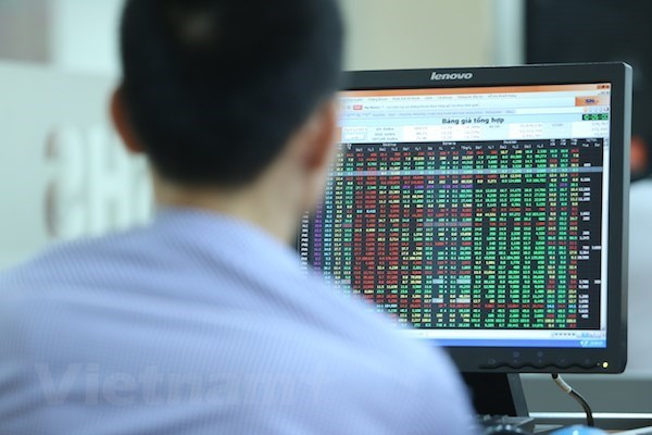 VN-Index drops by 2.87 percent on June 18 hinh anh 1