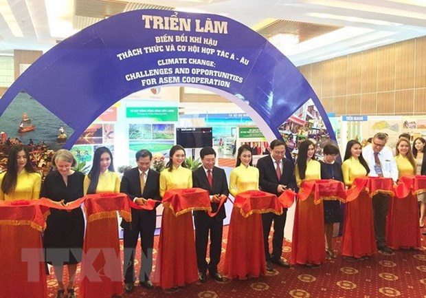 Exhibition showcases farm produce of climate change-affected areas hinh anh 1