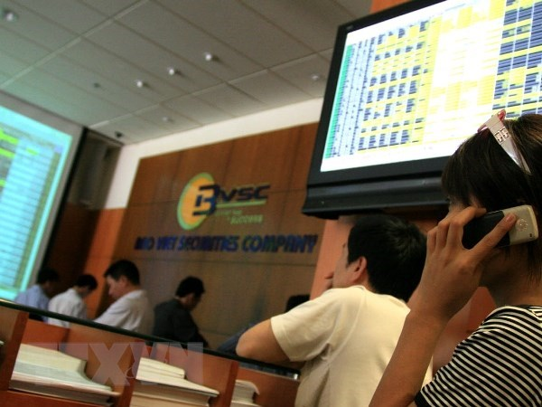 VN-Index loses more than 25 points on June 19 hinh anh 1