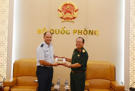 Vietnam, US continue cooperating in SR, disaster response hinh anh 1