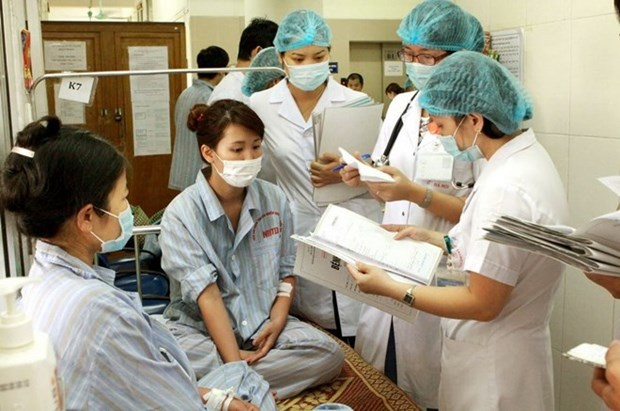 HCM City adds facilities to hospitals to cope with overcrowding hinh anh 1
