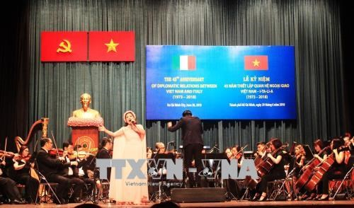 Vietnam-Italy diplomatic ties marked in HCM City hinh anh 1