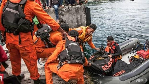 Indonesian police detain captain of sinking boat at Lake Toba hinh anh 1