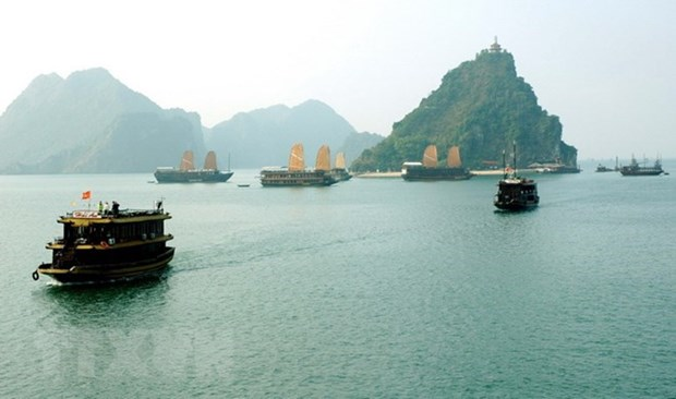 Ha Long forum seeks to promote green economy, tourism hinh anh 1