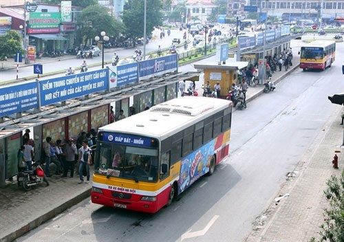Hanoi buses strive to serve more riders hinh anh 1