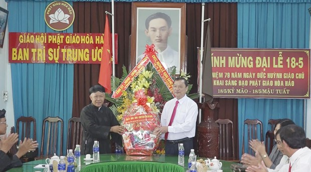 An Giang leaders congratulate Hoa Hao Buddhism founding anniversary hinh anh 1