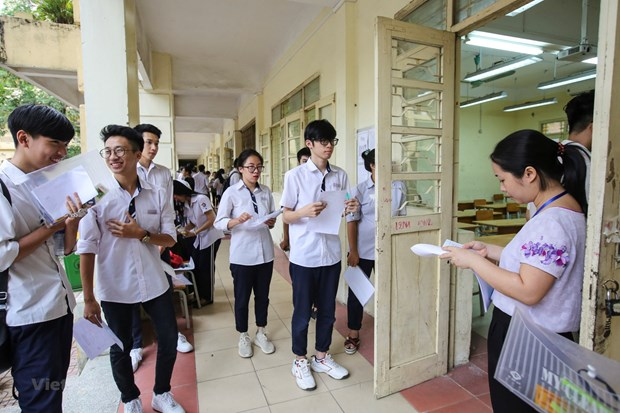 Nearly one million students begin national high school exam hinh anh 1