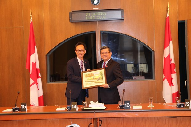 NA officials visit Canada to boost legislative ties, CPTPP approval hinh anh 1