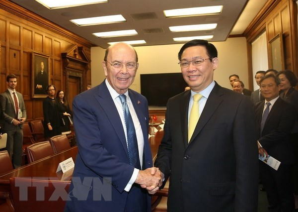 Deputy PM discusses trade, investment ties with US officials hinh anh 1