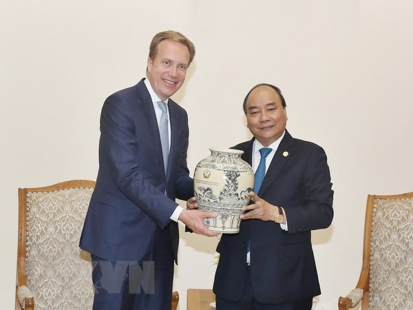PM asks for WEF's support to promote Vietnam's images hinh anh 1
