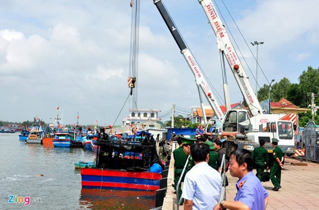Southern canals clogged up but no sites to dump waste hinh anh 1
