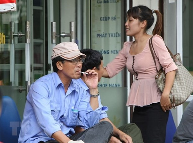 Tobacco tax hike could help protect mothers, children hinh anh 1