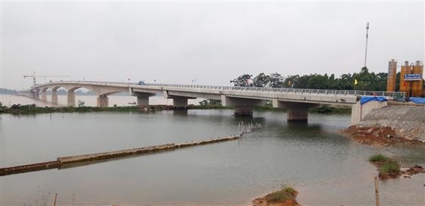 Viet Tri- Ba Vi bridge on Red River has last sections joined hinh anh 1