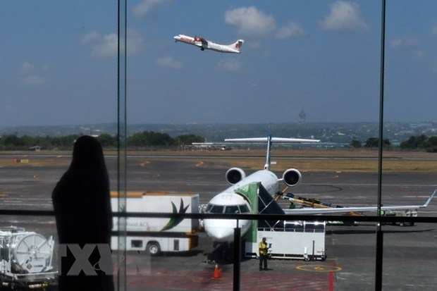 Indonesia reopens airport after volcanic eruption hinh anh 1