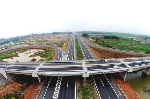 Transport Ministry speeds up North-South expressway hinh anh 1