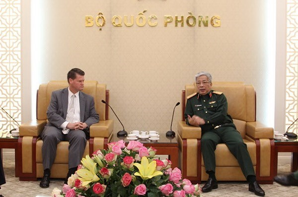 Deputy Defence Minister receives US Assistant Secretary of Defence hinh anh 1