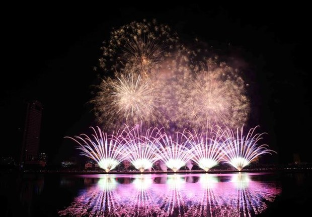 Italy wins Da Nang international fireworks festival hinh anh 1