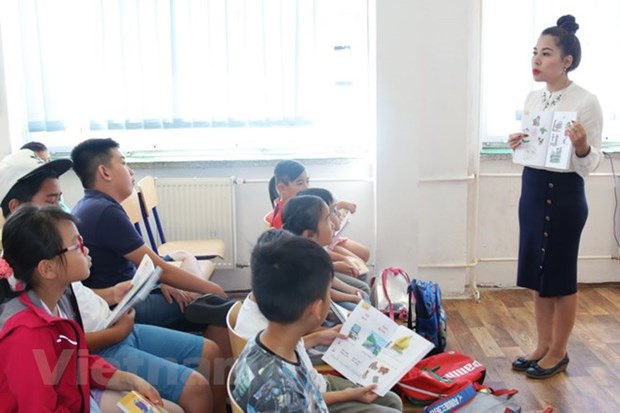 Summer Vietnamese course opens in Prague hinh anh 1