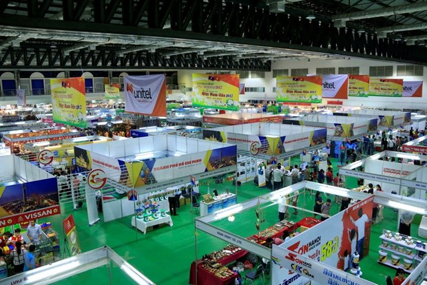 Vietnam-Laos trade fair opens in Vientiane hinh anh 1