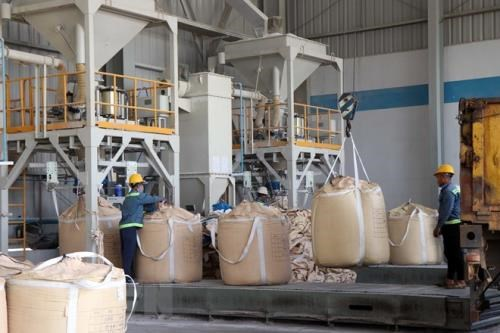 Nhan Co alumina plant achieves 3.2 trillion VND in revenue hinh anh 1