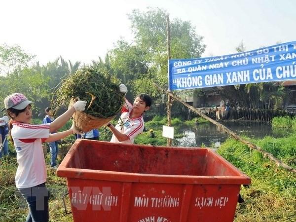 HCM City raises environmental protection, parking fees hinh anh 1