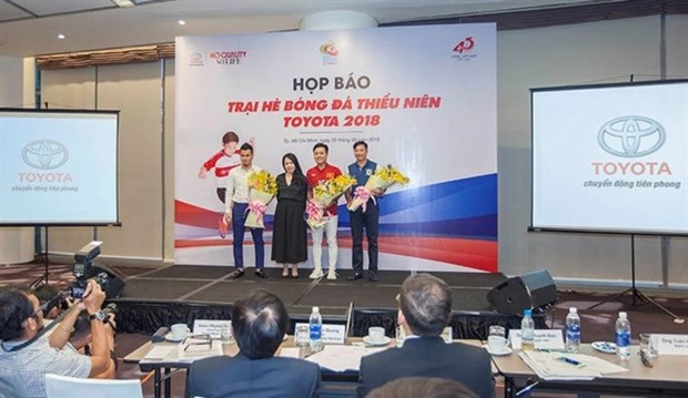 Summer football camp gives hope for young talents hinh anh 1