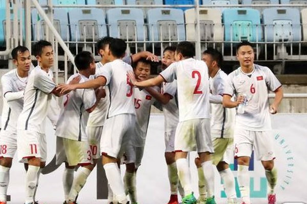 Vietnam U19 draws with Thailand U19 in AFF tournament hinh anh 1