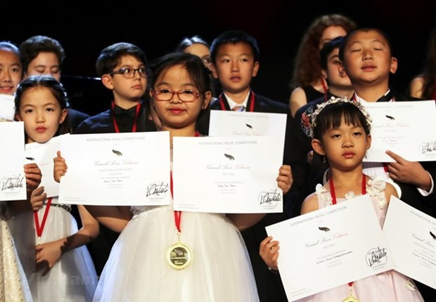 Vietnamese girl wins first prize at int'l piano contest in US hinh anh 1