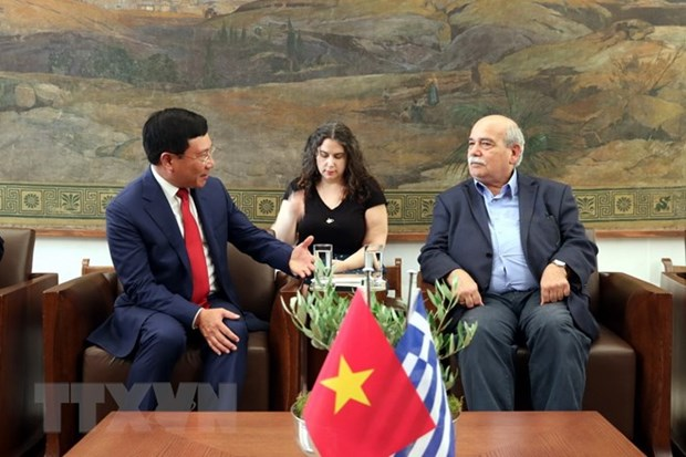 Deputy PM Pham Binh Minh meets Greece's parliamentary leaders hinh anh 1