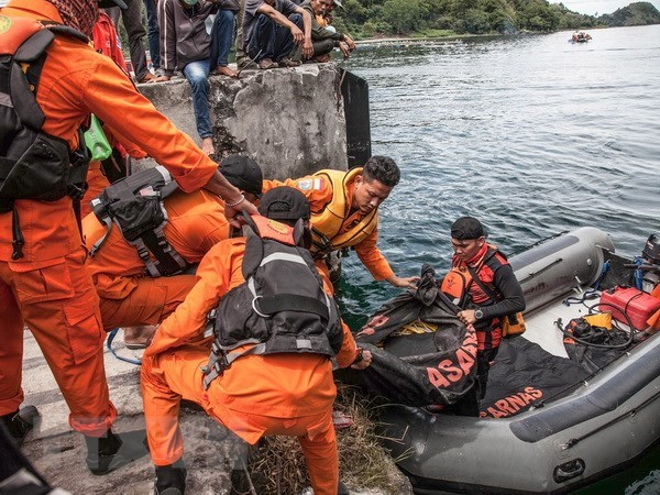 Indonesia: At least 12 killed in ferry sinking hinh anh 1