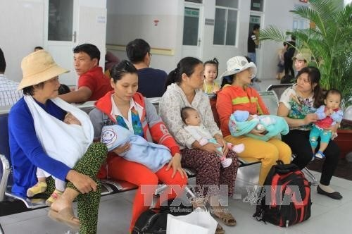 Hospitals urged to ensure quality after fees drop hinh anh 1