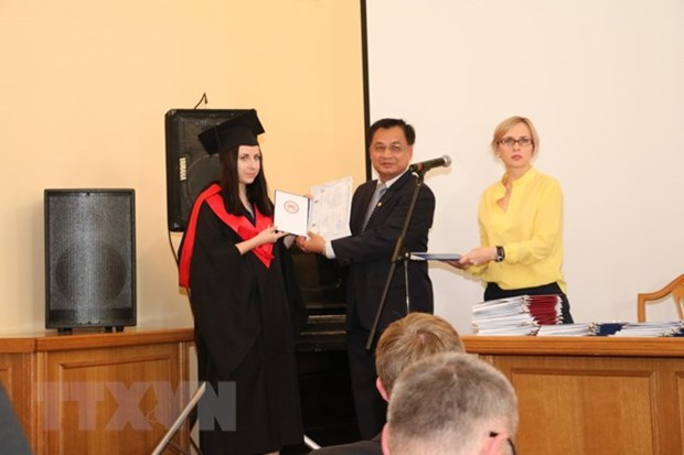 First Vietnamese language post-graduate course in Ukraine hinh anh 1