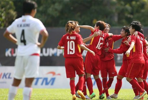 Vietnam trounce Singapore in second match of AFF Women's Champs hinh anh 1